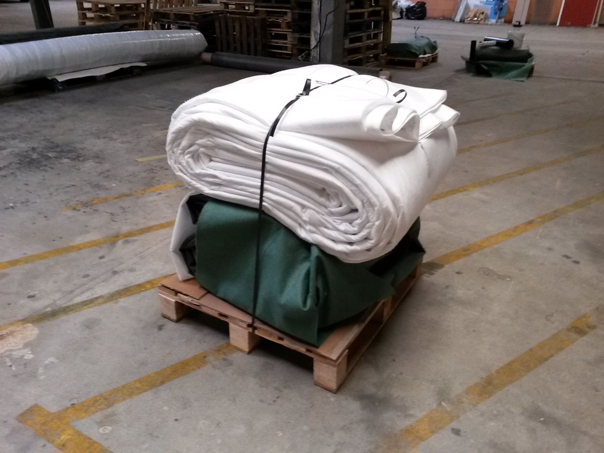 feutre g otextile 300gr m en 6m de largeur pour b che epdm. Black Bedroom Furniture Sets. Home Design Ideas